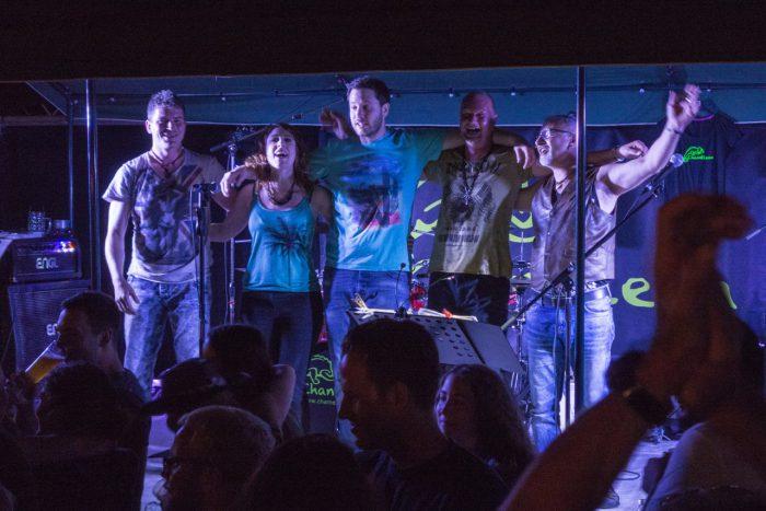 Die Band Chameleon bedankt sich beim Wiernsheimer Publikum